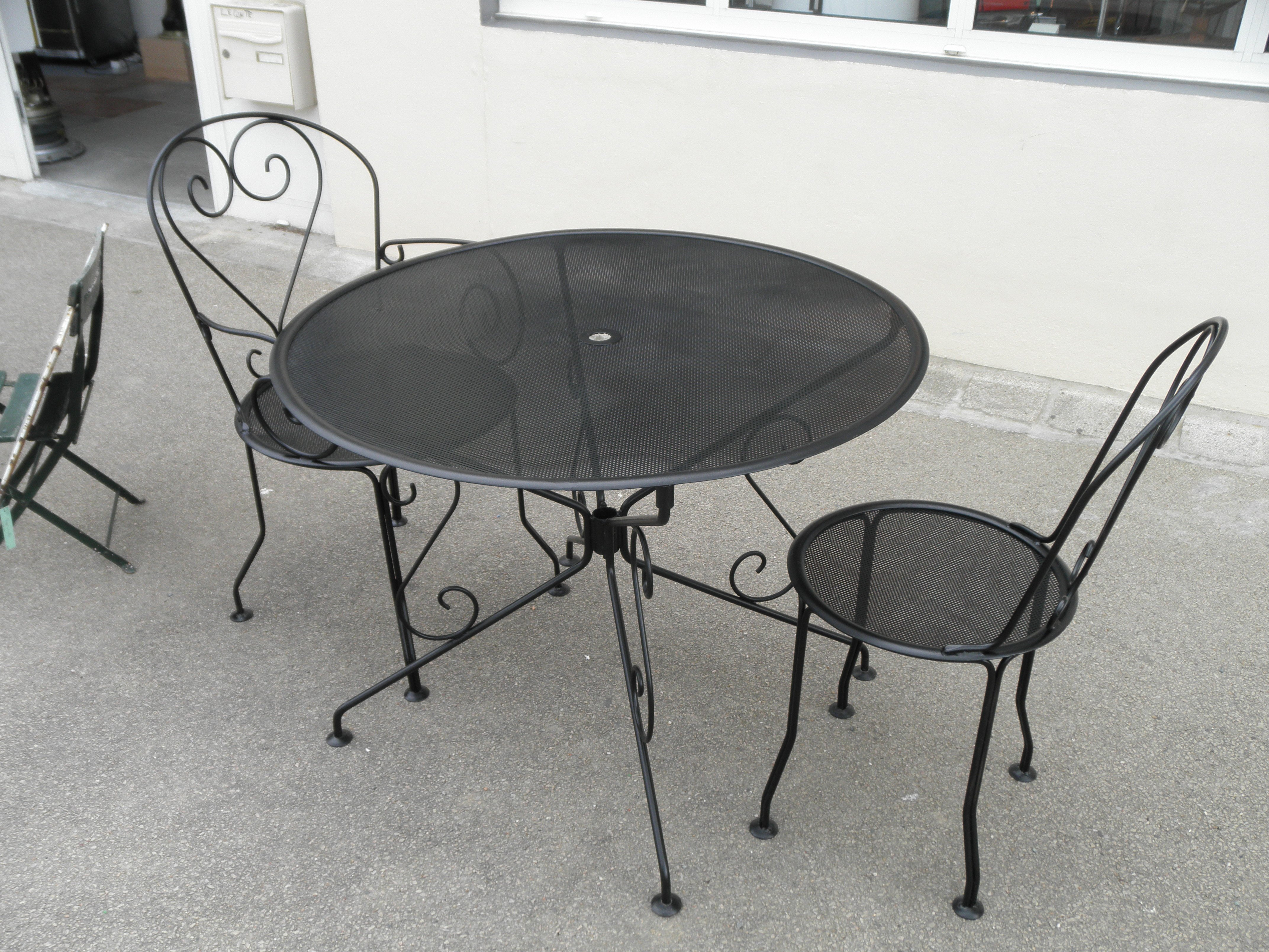 Salon de jardin table ronde fer forg achat salon de - Salon de jardin en fer colore ...
